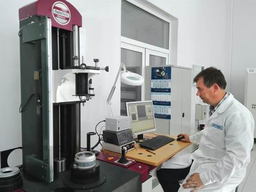 Интерферометр для прецизионных измерений оптических деталей